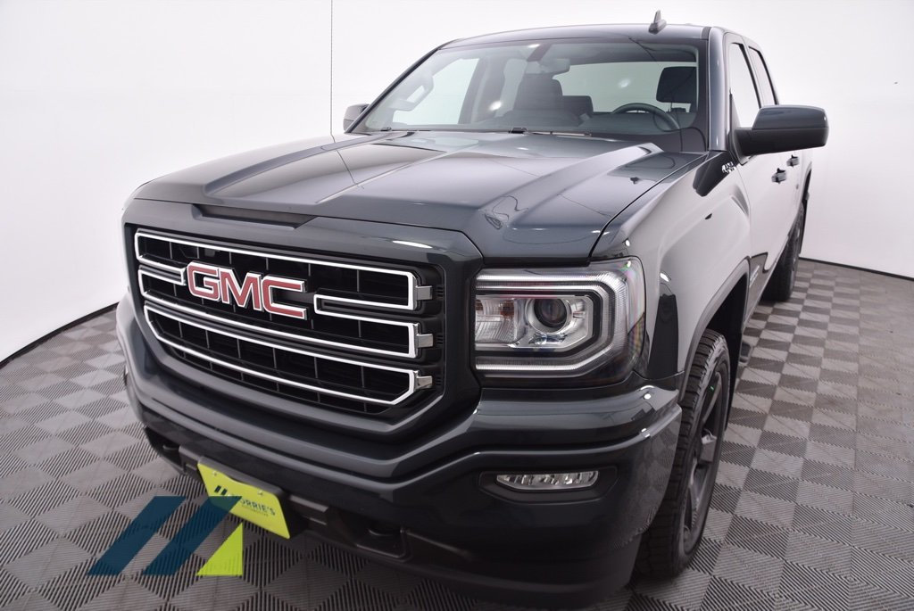 Pre-Owned 2017 GMC Sierra 1500 4WD Double Cab 143.5
